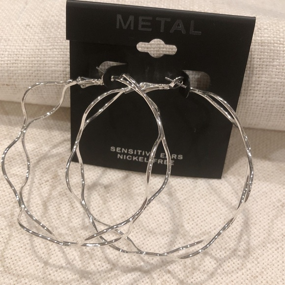 METAL Jewelry - 🆕 METAL Wavy Silver Hoops